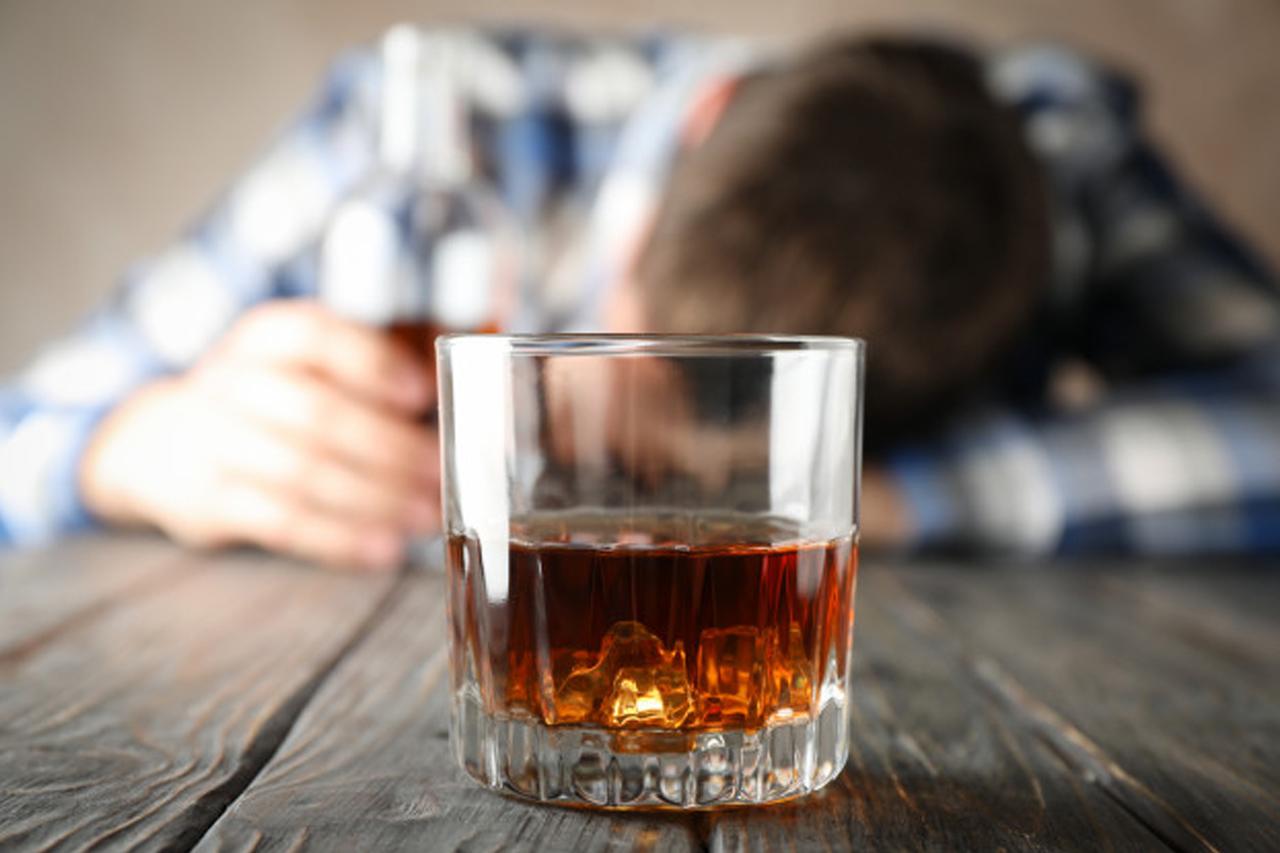Mennyire érdemes tolerálni egy alkoholista partnert?