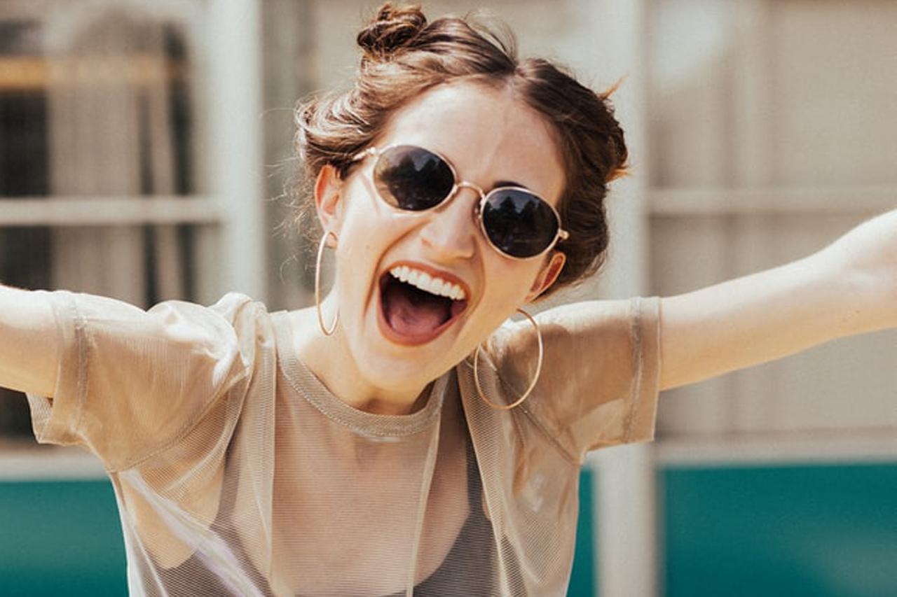 Kit akarsz átverni azzal, hogy látványosan boldog vagy?